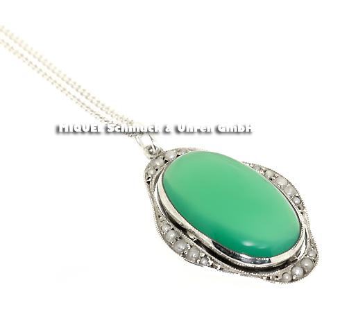 Chrysoprase pendant on a necklace in silver
