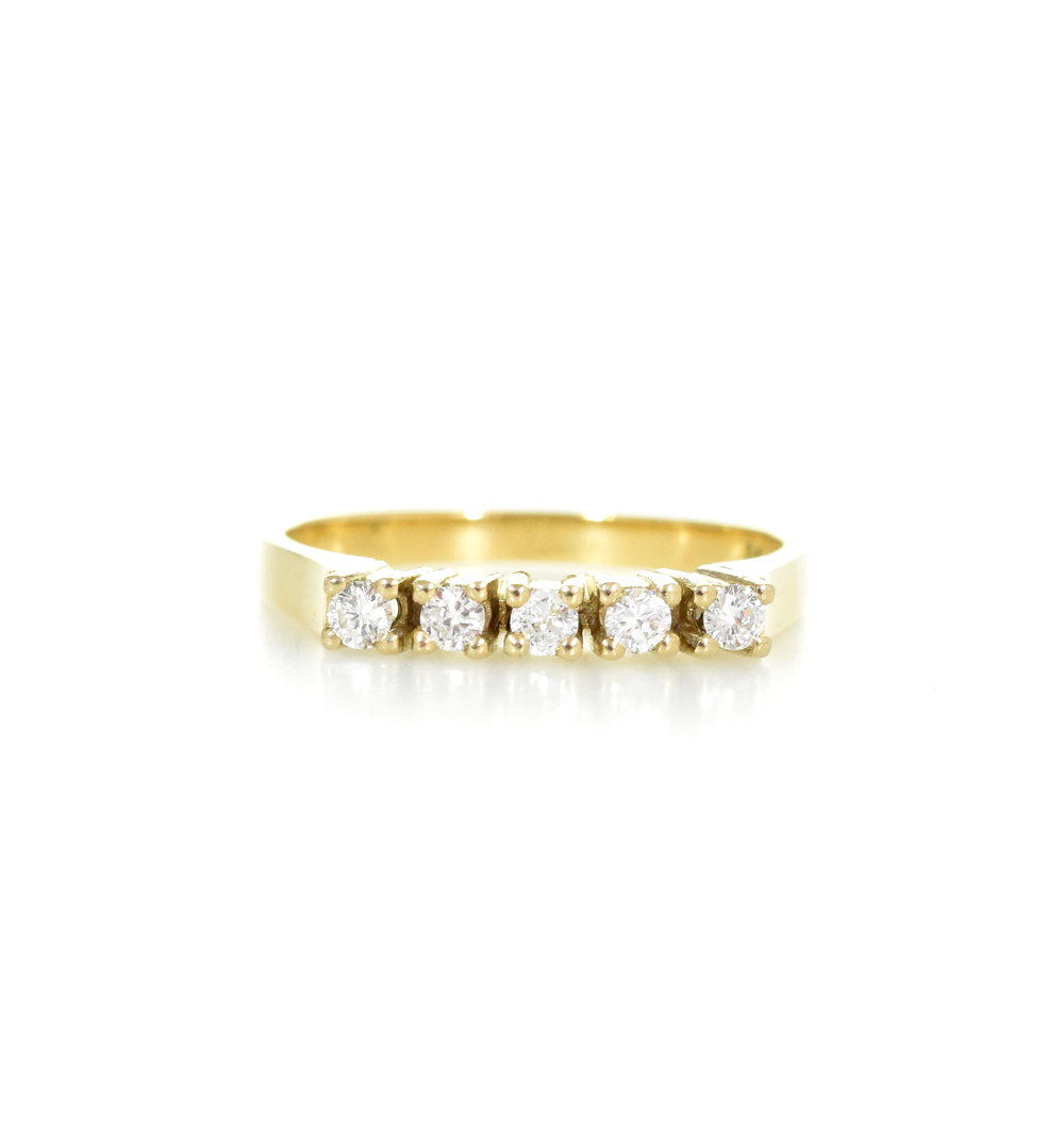 18 ct yellow gold ring with 5 diamonds