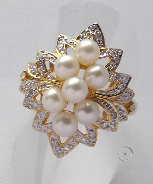 14 ct yellow gold ring with 7 pearls and 26 diamonds