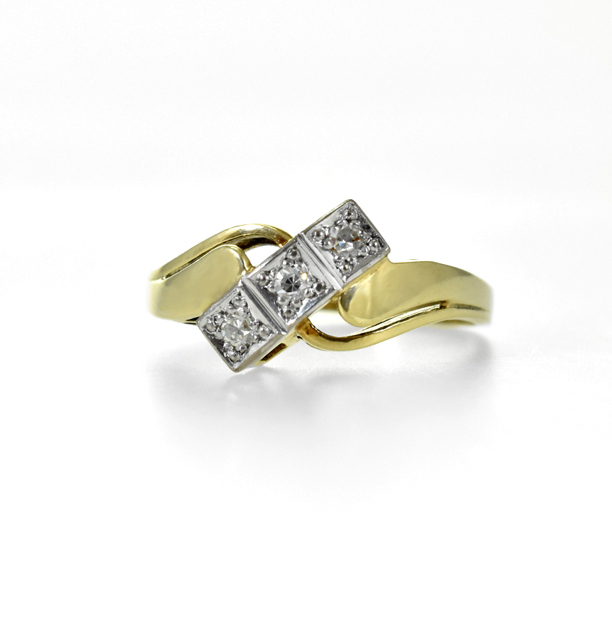14 ct yellow gold ring with3 diamonds