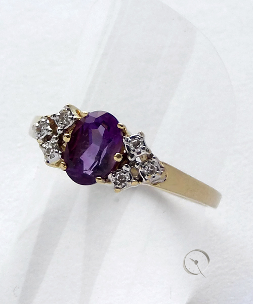14ct yellow gold ring with amthyst and 6 brilliants