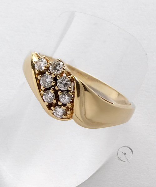 14 ct yellow gold ring with 7 diamonds