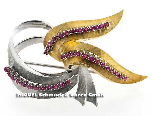 Gold brooch with rubies