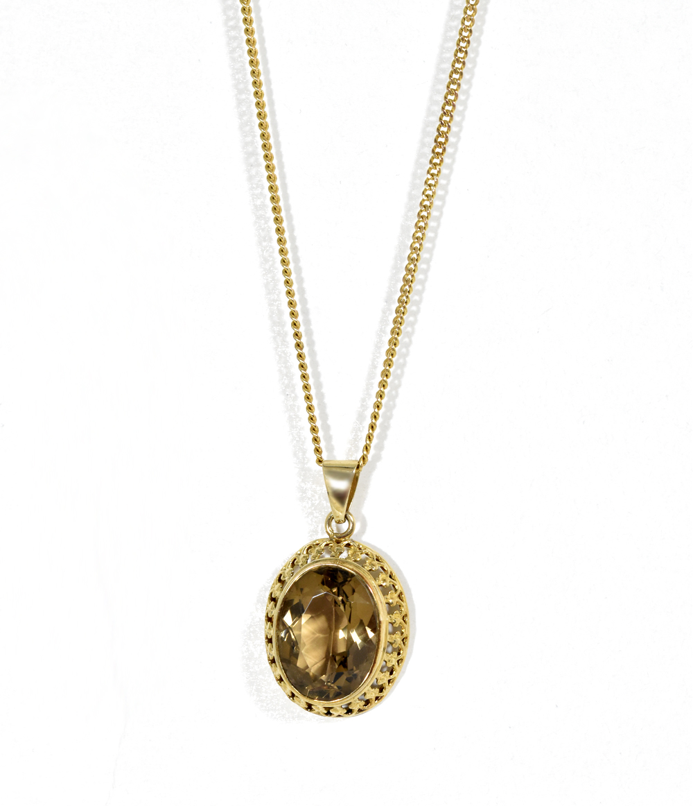 Cairngorm pendant with chain